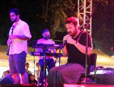 Halil Sezai baba acısına rağmen sahneye çıktı
