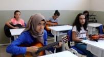 KARİKATÜR - Hanım Lokalleri Yazın Öğrencileri Ağırladı