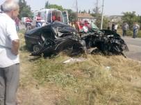AKSAKAL - Kamyonla Çarpışan Otomobilde Can Pazarı Açıklaması 4 Yaralı