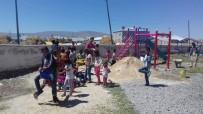 TAHTEREVALLI - Okul Ve Mahalle Meydanlarına Park