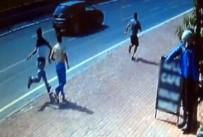 POLİS İMDAT - Turistin Çantasını Kapkaççılardan Geri Alan Genç Dayak Yedi
