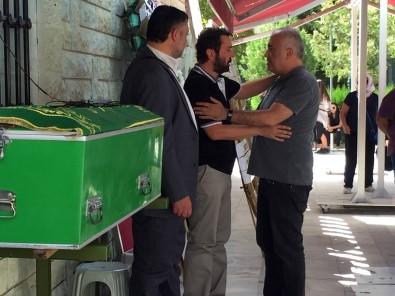 Halil Sezai babasını uğurladı