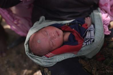 Katliamdan kaçarken doğum yaptı