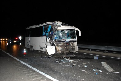 Minibüs tırla çarpıştı; Çok sayıda yaralı var!