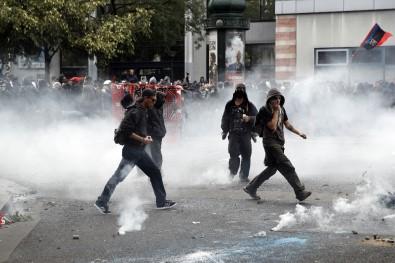Paris'te sokaklar karıştı