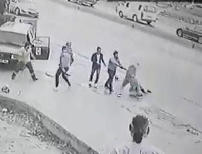 Sürücü ile arkadaşını tekme tokat dövdüler