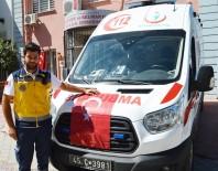FACEBOOK - Ayakkabılıkta Bulduğu Türk Bayrağını Ambulansa Astı