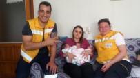 AYVALIK BELEDİYESİ - Ayvalık Belediyesi'nin 'Hoş Geldin Bebek' Ziyaretleri Mutlu Ediyor