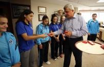 İBRAHIM KARAOSMANOĞLU - Başkan Karaosmanoğlu Kağıtspor'lu Sporcuları Makamında Ağırladı