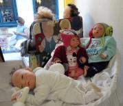 SERGİ AÇILIŞI - Bebekler Ve Resimler Alaçatı'da Buluştu