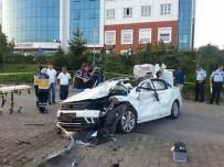 KARADENIZ SAHIL YOLU - Giresun'da Trafik Kazası Açıklaması 1 Ölü, 3 Yaralı