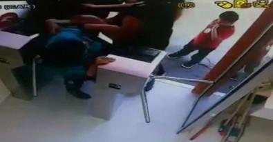 Kadın tuvalet görevlisini 1 Lira için tekme tokat dövdüler