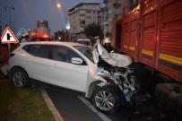 MEHMET KARACA - Kamyon Karşı Şeride Girdi, 3 Aracı Biçti Açıklaması 2 Yaralı