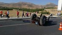 TURGUT ÖZAL - Otomobil Traktöre Çarptı Açıklaması 2 Yaralı
