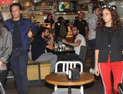 Ünlü şarkıcı Edis, Yılmaz Erdoğan'ın kızı Berfin Erdoğan'la yakalandı