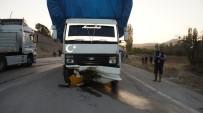 TİCARİ TAKSİ - Ankara Çubuk'ta trafik kazası: 1 ölü, 1 yaralı