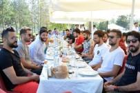 ERZURUMSPOR KULÜBÜ - B.B.Erzurumsporlu Futbolcular, Yönetim Kurulu İle Kahvaltıda Bir Araya Geldi