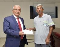 KREDI KARTı - Bulduğu Cüzdanı Sahibine Teslim Eden Belediye İşçisine Başkan Kocamaz'dan Ödül