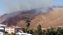 KAZMA KÜREK - Çıldır'daki Örtü Yangını Güçlükle Söndürüldü