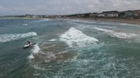 BOĞULMA TEHLİKESİ - Dev Dalgaların Arasında Nefes Kesen Kurtarma Operasyonu