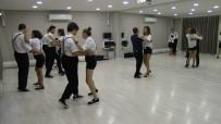 ENGELLİ ÖĞRENCİLER - Engelleri Dansla Aşıyorlar