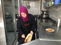 KAĞITHANE BELEDİYESİ - Kağıthane'de Yemek Artıkları Sokak Hayvanlarının Yemeği Oluyor