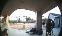 CALIFORNIA - Önce Kapıyı Çaldılar, Ardından Evdeki Eşyaları