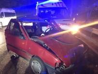 ŞABAN ERDOĞAN - Otomobil Ambulansla Çarpıştı Açıklaması1'i Ağır 4 Yaralı