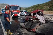 KURTARMA EKİBİ - Otomobil Hafif Ticari Araçla Çarpıştı Açıklaması 1 Ölü, 7 Yaralı