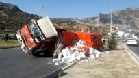 KOCABAŞ - Söke'de Gazbeton Yüklü Kamyon Devrildi