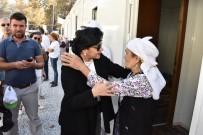 CANER YıLDıZ - Vali Civelek, Zeytinköy'deki Yangınzedeleri Yalnız Bırakmıyor