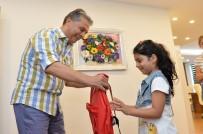 OKUL ÇANTASI - Başkan Uysal'dan Çocuklara Eğitim Yardımı