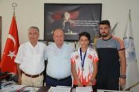 GÜMÜŞ MADALYA - Efeler Belediyesi Dünya İkincisi Nefise'yi Ödüllendirecek