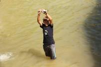 BALIK TUTMA - Elle Balık Tutma Yarışması Renkli Görüntülere Sahne Oldu