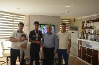 GÜMÜŞ MADALYA - Erzurum Eskrimde Başarıya Doymuyor