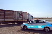 TIR ŞOFÖRÜ - Tır Şoförü Aracın Dorsesinde Saklanan Kaçak Göçmenleri Yakalattı