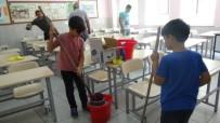 EĞİTİM YILI - Veli, Öğretmen Ve Öğrencilerden Temizlik Seferberliği