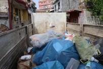 UMUT KURT - Adana'da Evden Bir Kamyon Çöp Çıktı