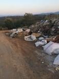 FINDIK TOPLAMA - Akçakoca'da Yukarı Mahalle Halkı Yola Dökülen Çöplerden Şikayetçi