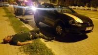 İSABEYLI - Alkollü kişiler patlayan lastiği değiştirirken yolda sızıp kaldı