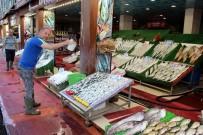 BALIK SEZONU - Balıklar Tezgahlardaki Yerini Aldı