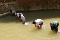 BALIK TUTMA - Bu Da Elle Balık Tutma Yarışması