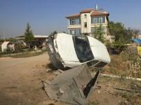 Çöp Bidonuna Çarpan Hafif Ticari Araç Evin Bahçesine Devrildi Açıklaması 1 Yaralı
