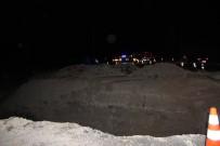 GÜZELYAYLA - Kaza Mahalline Giden Asker Yoldaki Dev Çukura Düştü