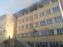 YANGINA MÜDAHALE - Kullanılmayan Okulda Çıkan Yangın Korkuttu