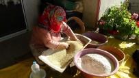 YUMURTA - Kuskus Yaparak Ev Ekonomisine Katkıda Bulunuyorlar