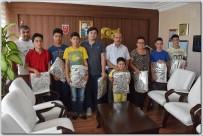 İŞBİRLİĞİ PROTOKOLÜ - Satranç Turnuvasında Başarılı Olan Öğrencilere Hediye