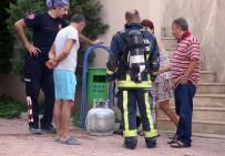 EMEKLİ ÖĞRETMEN - Tüp Patlamasından Çıkan Yangını Apartman Görevlisi Söndürdü
