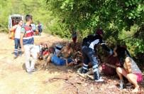 MUSTAFA CİHAD FESLİHAN - Antalya'da Tur Midibüsü Şarampole Yuvarlandı Açıklaması 4 Ölü, 27 Yaralı