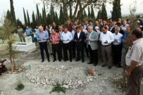 SELÇUK ÖZDAĞ - Eski Başbakan Davutoğlu, Akhisar'da Ahmet Er'in Kabrini Ziyaret Etti